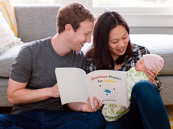 Mark từng chia sẻ: Tôi rất thích việc đọc sách cho con gái khi công bố bức ảnh về cuốn sách đầu tiên trong cuộc đời Max.