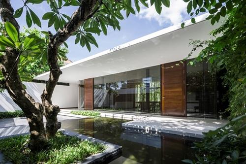 Chủ nhà là những người rất yêu thiên nhiên nên cây xanh được trồng khắp mọi nơi.