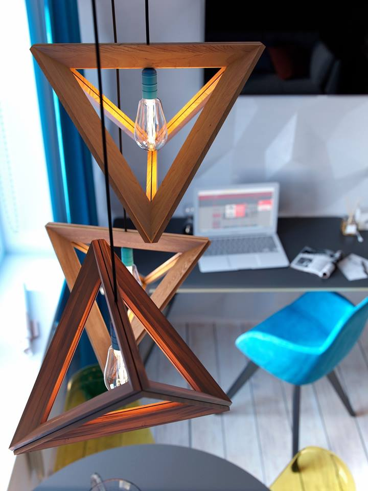 Những chiếc đèn thả trần sole vô cùng lạ mắt được chủ nhà bố trí ngay bên trên khu vực bàn ăn nơi phòng khách. Phòng khách được phân biệt với những khu vực chức năng khác bằng nền nhà được nâng cao hơn.
