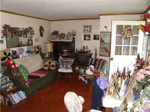 Quá nhiều đồ đạc sẽ khiến căn nhà càng trở nên ngột ngạt.