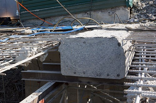 Máy cắt dây kim cương giúp nhà thầu đẩy nhanh được tiến độ phá dỡ tầng 19