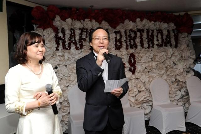 Ông Đỗ Minh Phú và vợ trong tiệc mừng sinh nhật lần thứ 62.
