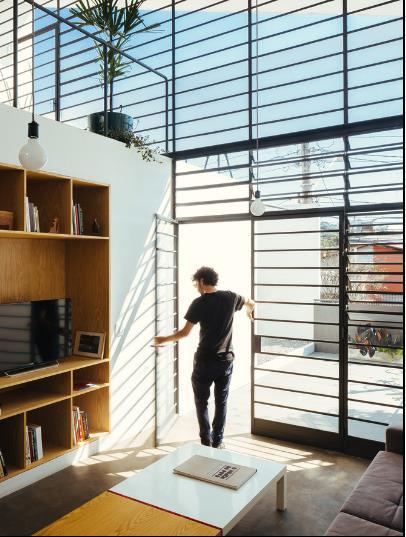 Chính nhờ ý tưởng này mà không gian nhìn từ trong nhà trở nên rộng thoáng và không hề bị chắn tầm nhìn.