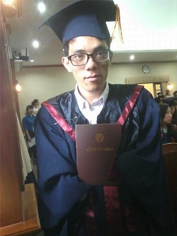 Anh Khang tốt nghiệp cử nhân chuyên ngành Khoa học quản lý.