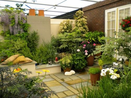Một không gian nghỉ ngơi thư giãn vô cùng lý tưởng tràn ngập hoa cỏ.