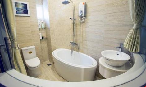 Nhà tắm với những tiện nghi hiện đại.