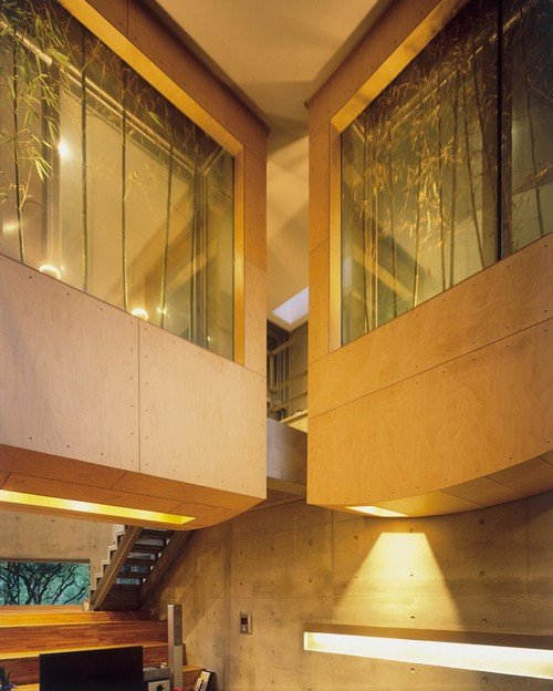 """Ấn tượng chính của ngôi nhà là khu vườn tre """"nổi"""" được trồng trong chậu ở mỗi tầng làm tăng sự năng động và tính ngẫu nhiên của không gian và cảnh quan bên trong."""