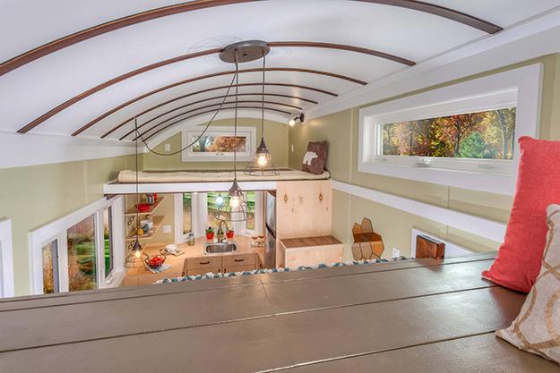 Nhà tuy nhỏ nhưng có tới hai phòng ngủ thoải mái , rộng rãi trên gác xép.