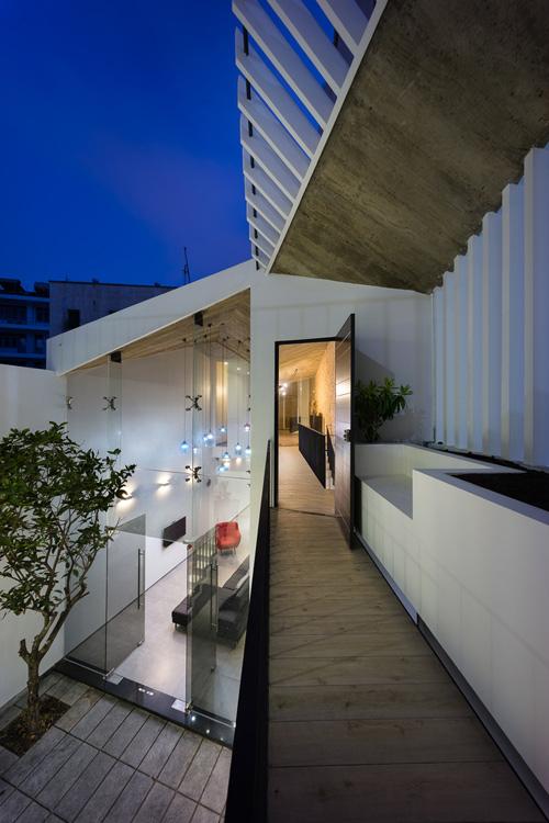 Cả chủ nhà và KTS đều mong muốn một không gian sống thoáng, có tính mở và chan hòa với tự nhiên.
