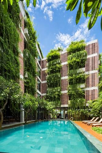 Khác với những khách sạn thông tường, nét độc đáo của Atlas Hotel còn nằm ở những bức tường gạch thô tự nhiên.