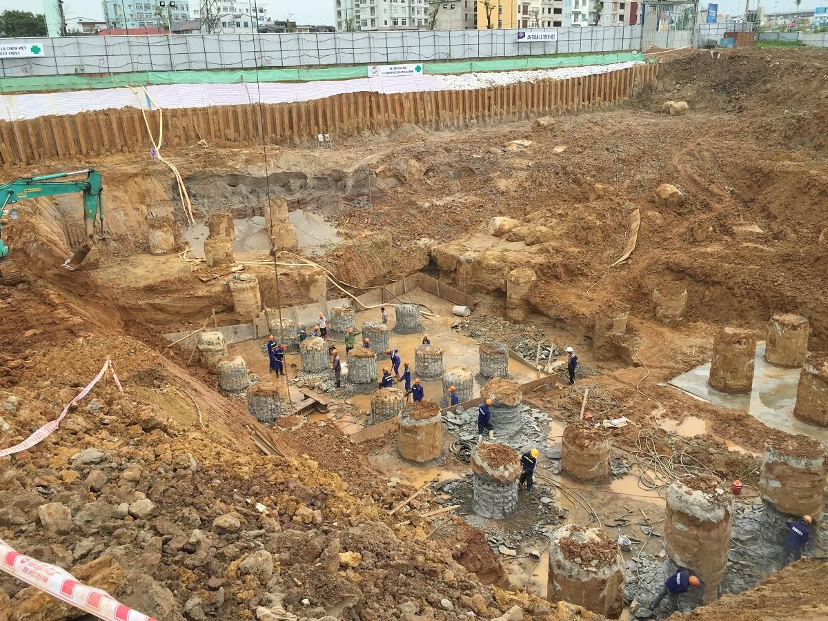 Dù mới được khởi công, nhưng công trình thi công khá khẩn trương. Hình ảnh dài móng tòa CT1 đã bắt đầu được hình thành.