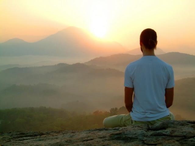 Dành thời gian yên tĩnh để học cách lắng nghe bản thân, nâng cao nhận thức của bản thân đối với nội tâm. Việc này sẽ giúp bạn hiểu rõ suy nghĩ của mình.