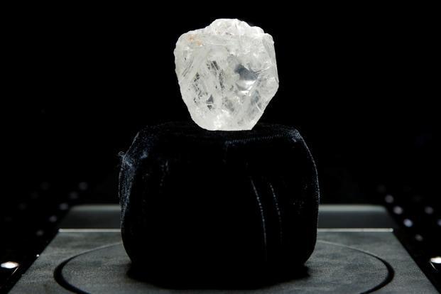 Lesedi la Rona đã nâng giá trí của kim cương thô lên một tầm cao mới khi được mua với mức giá cao kỉ lục.