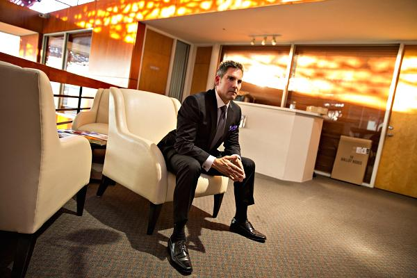 Triệu phú tự thân Grant Cardone luôn giữ thói quen làm việc 95 giờ mỗi tuần.
