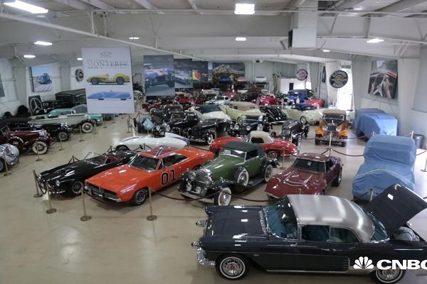 Gara của triệu phú Rob Myers có rất nhiều những mẫu xe cổ điển.
