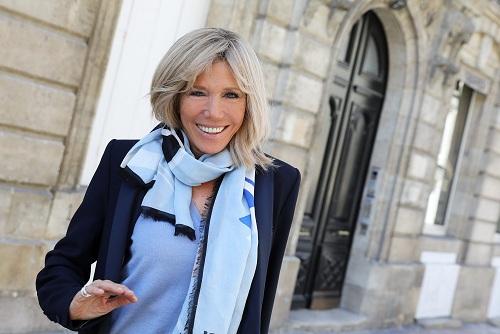 Áo vest đơn giản là một trong những lựa chọn thời trang ưa thích của Brigitte Trogneux.