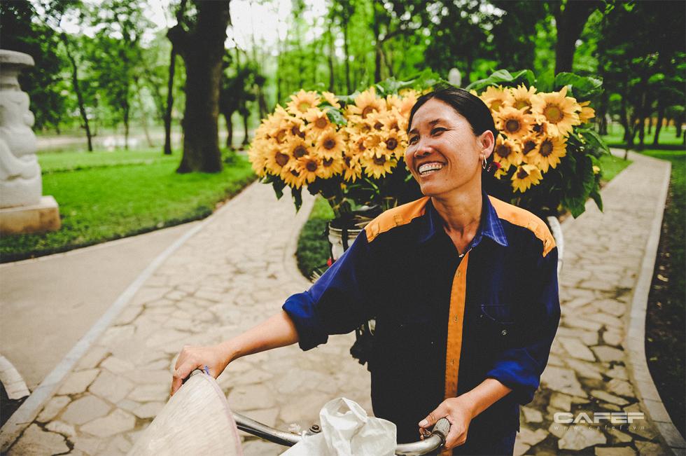 Chẳng phải tự nhiên người ta yêu Hà Nội đến thế, đẹp lạ lùng từ cảnh sắc đến con người như này đây - Ảnh 12.