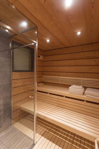 Ngôi nhà có phòng xông hơi và chắc chắn sẽ trở thành một trong những khu vực được yêu thích của chủ sở hữu, đặc biệt là trong những ngày lạnh giá.