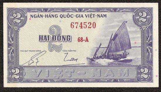 Tiền thuận buồm xuôi gió 2 đồng Việt Nam 1955 có giá 100.000 đồng/tờ.