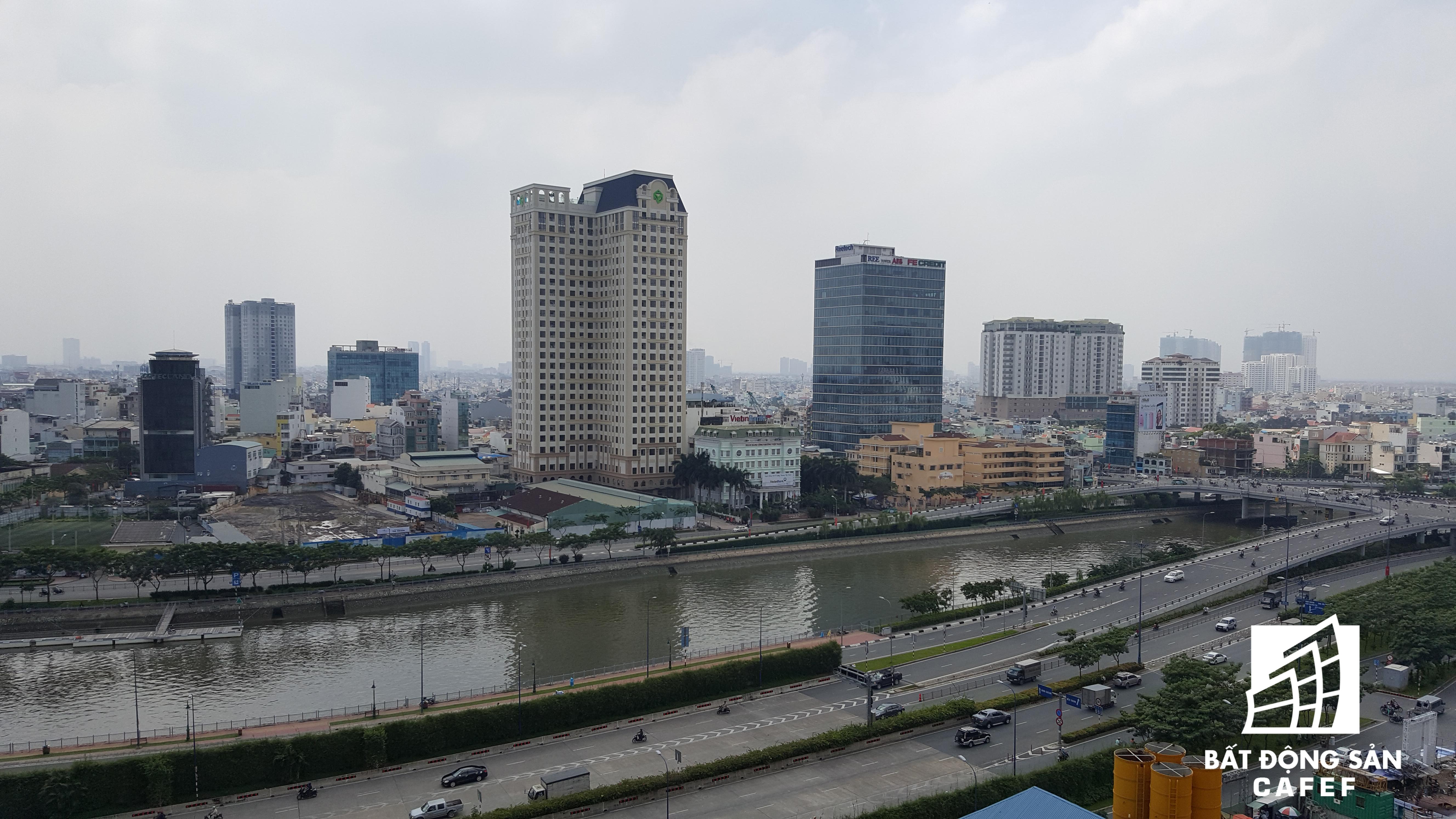 Bến Vân Đồn hiện là một trong những cung đường đắt giá nhất nhì Sài Gòn, chính vì thế mà nhiều dự án chung cư cao cấp đang tranh thị phần tại đây.