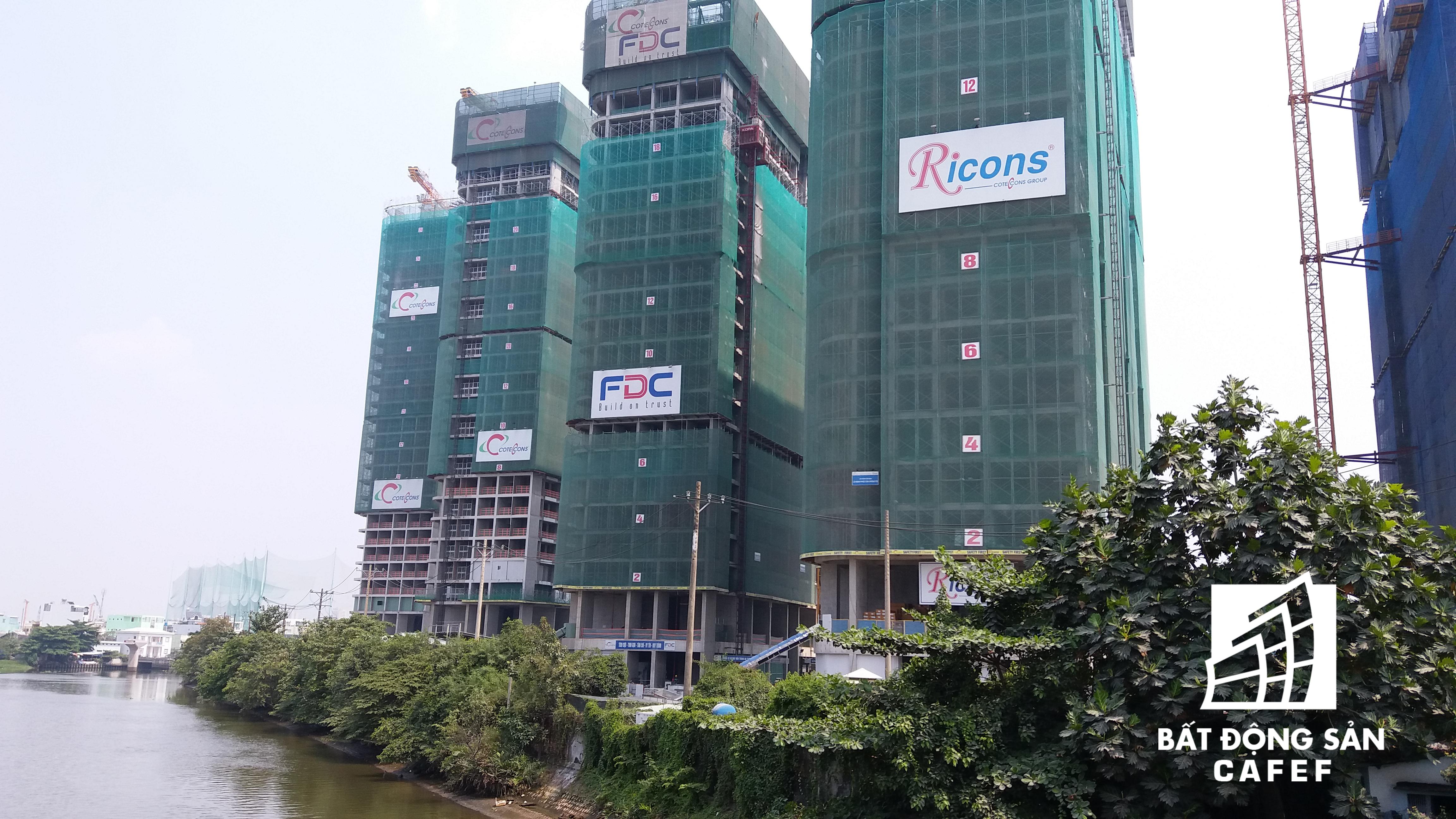 Ngoài ra, khu vực này còn có nhiều dự án khác đang xây dựng như Vinhomes Golden River, khu căn hộ cao cấp Saigon Pearl, Sun Wah Pearl...
