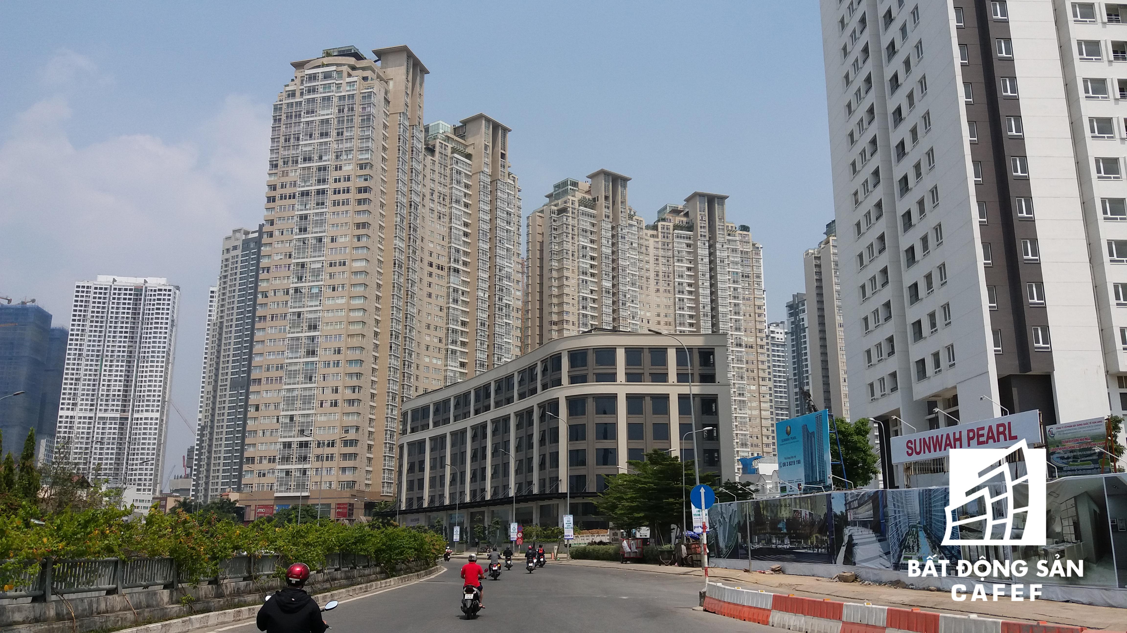 Saigon Pearl là một trong những chung cư cao cấp đầu tiên được xây dựng ở khu vực này.