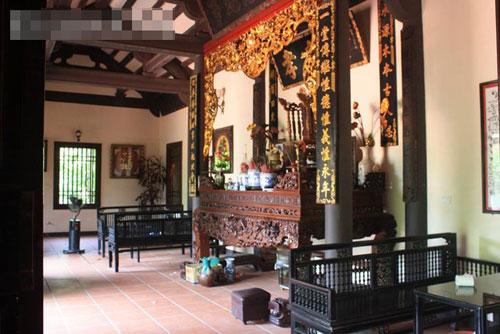 Hầu hết những đồ nội thất trong ngôi nhà đều được làm bằng gỗ quý.