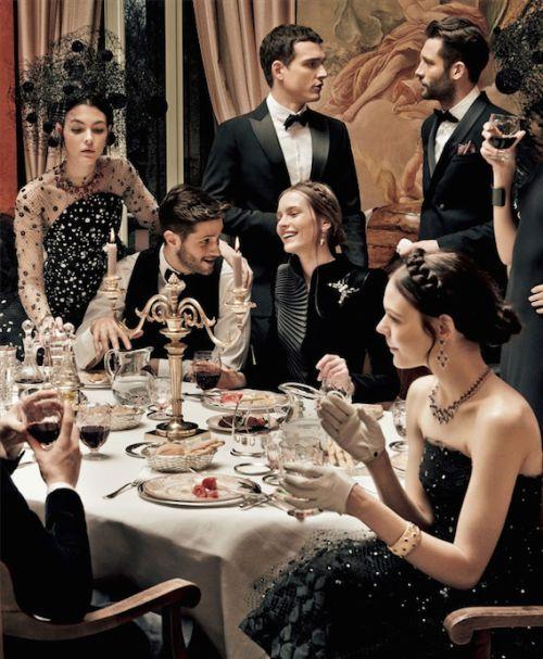 Cách ăn mặc cần được đặc biệt lưu tâm, nhất là trong các dạ tiệc trang trọng, quyền quý.