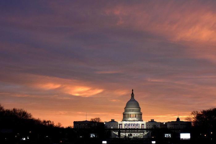 Bình minh ở đồi Capitol ngày Trump nhậm chức. Ảnh: Reuters.
