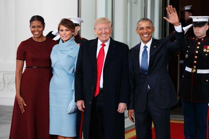 Vợ chồng Tổng thống Donald Trump sánh bước cùng người tiền nhiệm. Ảnh: AP.