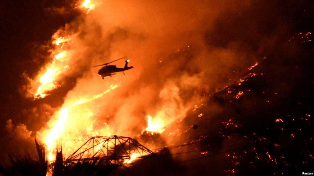 Pray For Ventura >> Cháy rừng tạo ra cảnh tượng như ngày tận thế ở Los Angeles, hàng trăm nghìn người sơ tán