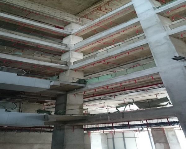 Khoảng thông tầng khu vực thương mại, văn phòng tầng 1 - 6chưa đảm bảo ngăn cháy lan. (Nguồn ảnh: Cảnh sát PCCC Hà Nội).