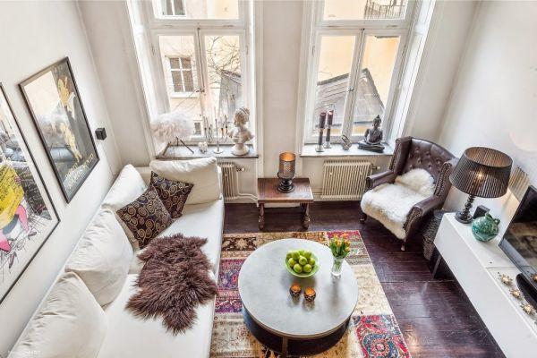 Không gian tiếp khách là bộ mặt của ngôi nhà, chính vì vậy nó được chọn một vị trí đẹp, dễ nhìn và thoáng sáng nhất căn hộ.