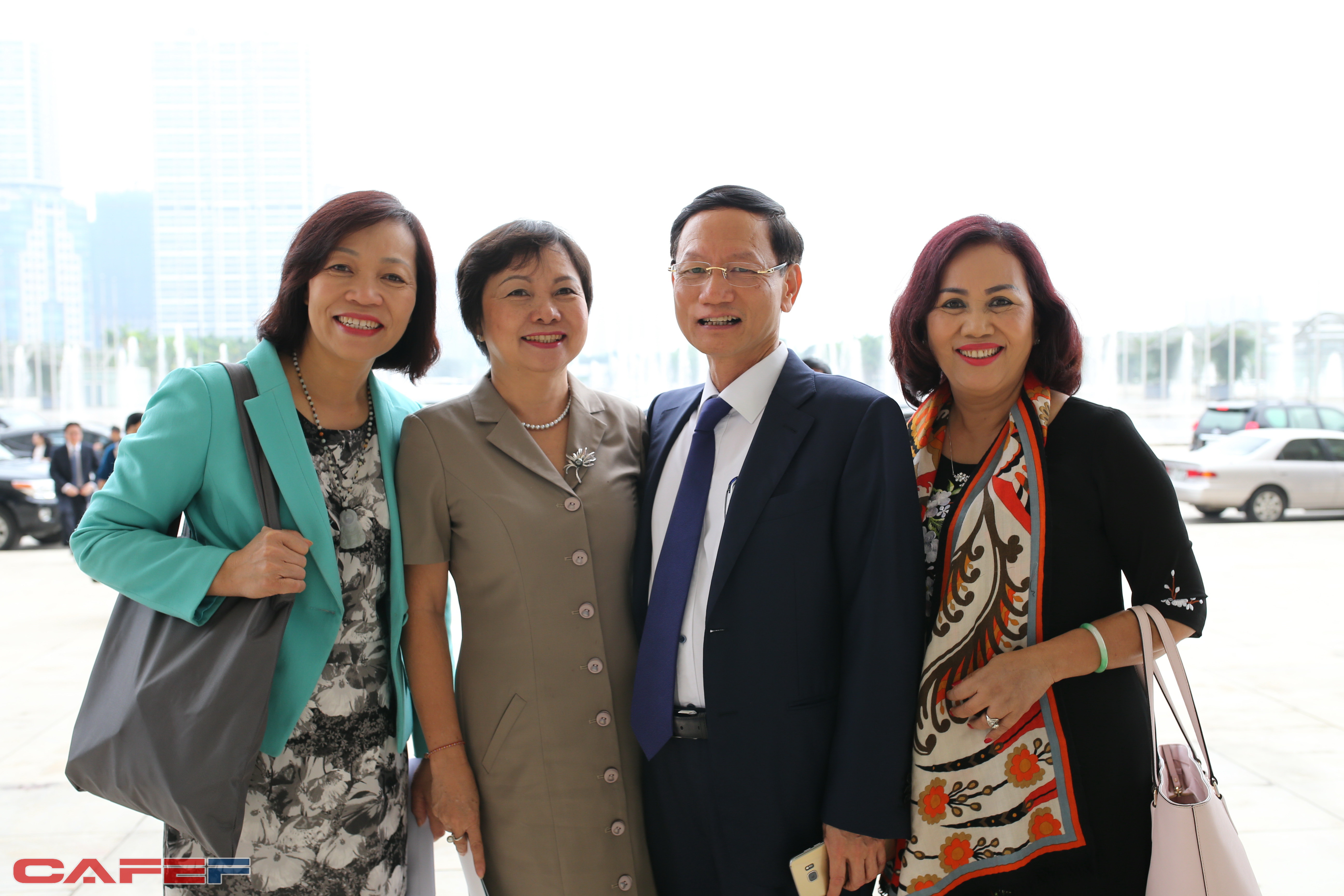 Ông Vũ Văn Văn Tiền, bà Cao Thị Ngọc Dung cùng một số nữ doanh nhân