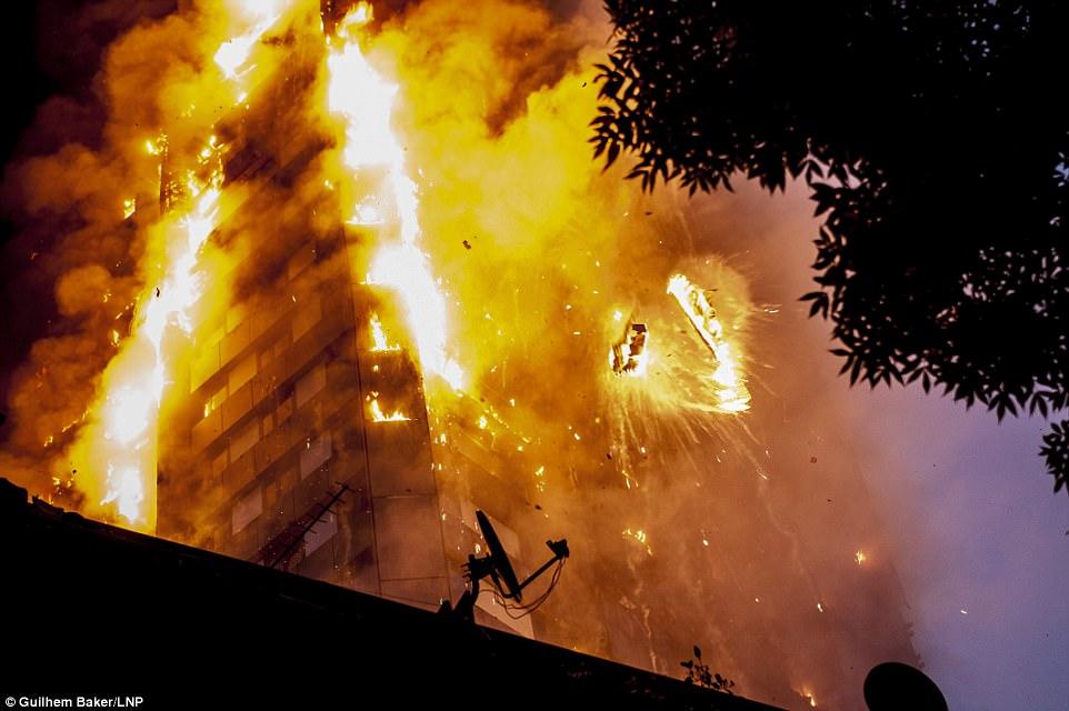 Nhà chức trách lo ngại số nạn nhân của vụ hỏa hoạn sẽ tăng lên sau khi ngọn lửa bị khống chế và lực lượng cứu hỏa tiến sâu hơn vào công trình. Ảnh: LNP