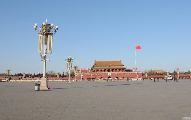 Quảng trường Thiên An Môn, danh thắng nổi tiếng ở thủ đô Bắc Kinh, Trung Quốc, vắng người qua lại trong dịp tết cổ truyền, khi phần đông người dân về quê đón tết.
