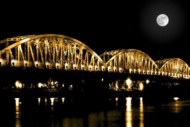 Cầu Tràng Tiền - Huế