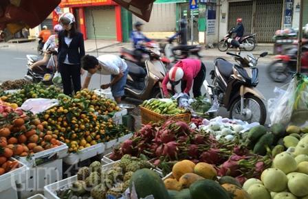 Hoa quả tại chợ truyền thống có giá ổn định ngày rằm tháng Giêng