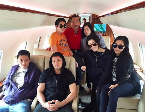 Chryseis Tan là chị cả trong số 11 người con của tỷ phú Vincent Tan.