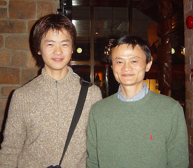 Bức ảnh hiếm hoi của cha con Jack Ma.