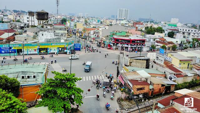 Nút giao Phạm Văn Đồng - Tô Ngọc Vân cũng là nơi giúp kết nối đi Bình Dương, Đồng Nai khá gần và thuận tiện.