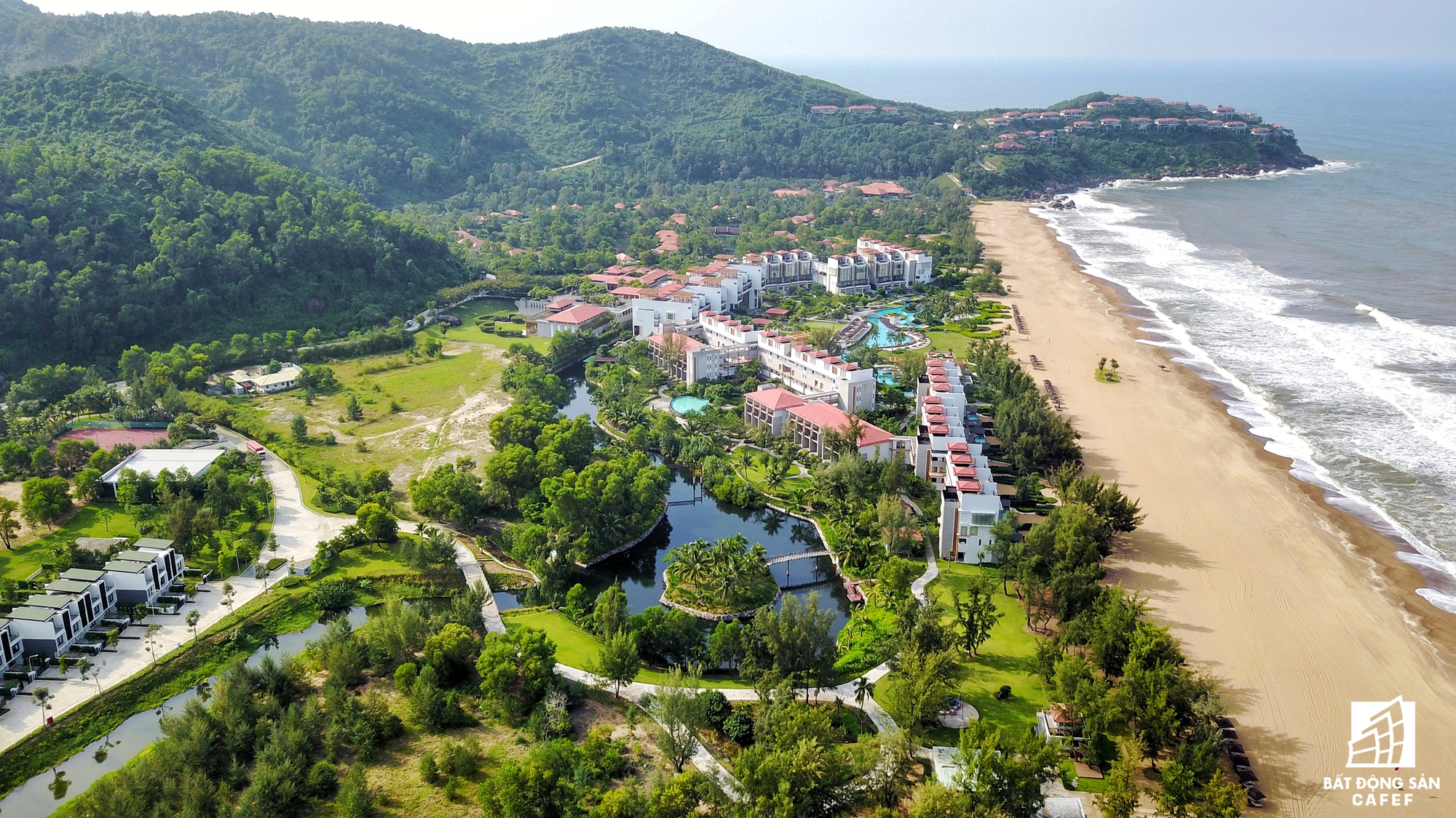 Nhiều dự án đang rục rịch triển khai và tăng vốn đầu tư mở rộng dọc bờ biển Lăng Cô