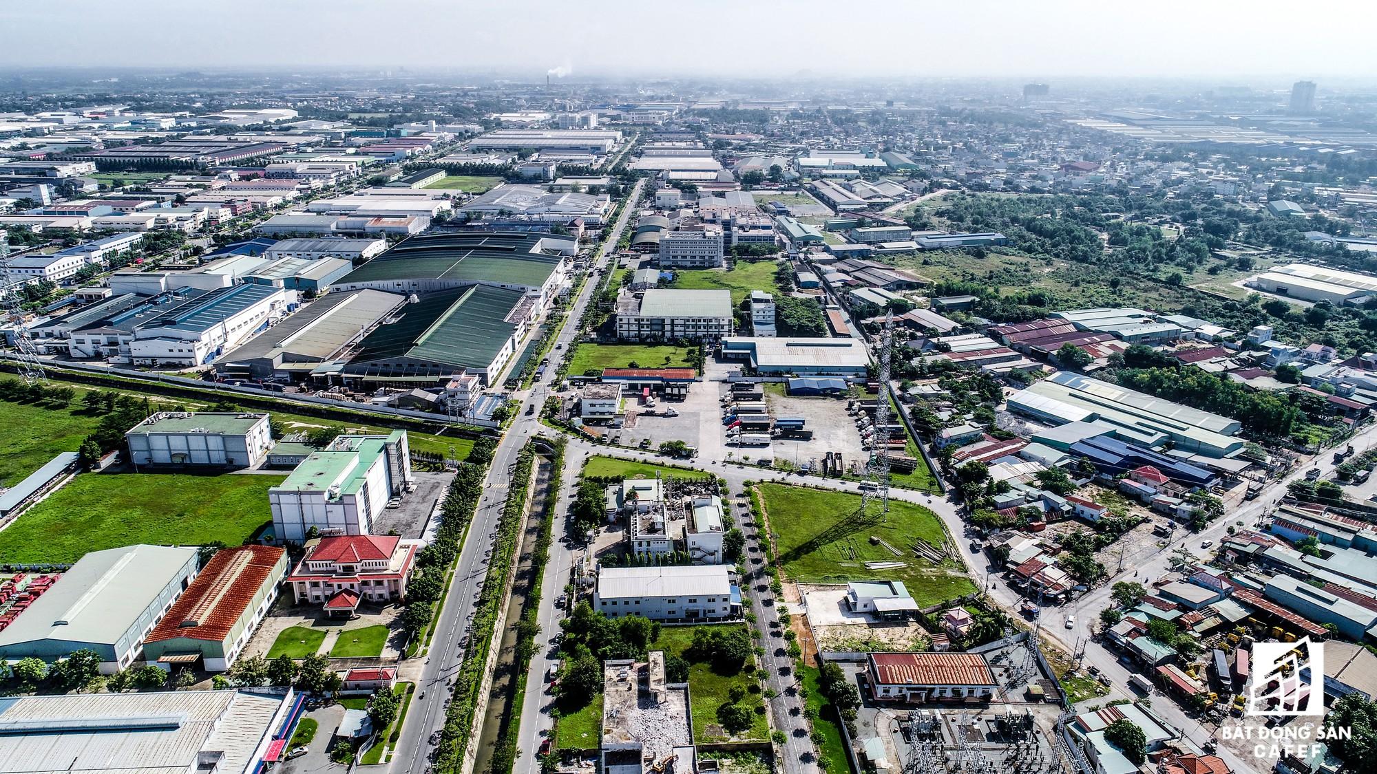 Trong số các dự án này nổi bật nhất là dự án Khu Công nghiệp Việt Nam - Singapore (VSIP), tọa lạc gần Tổ hợp Becamex City Tower.