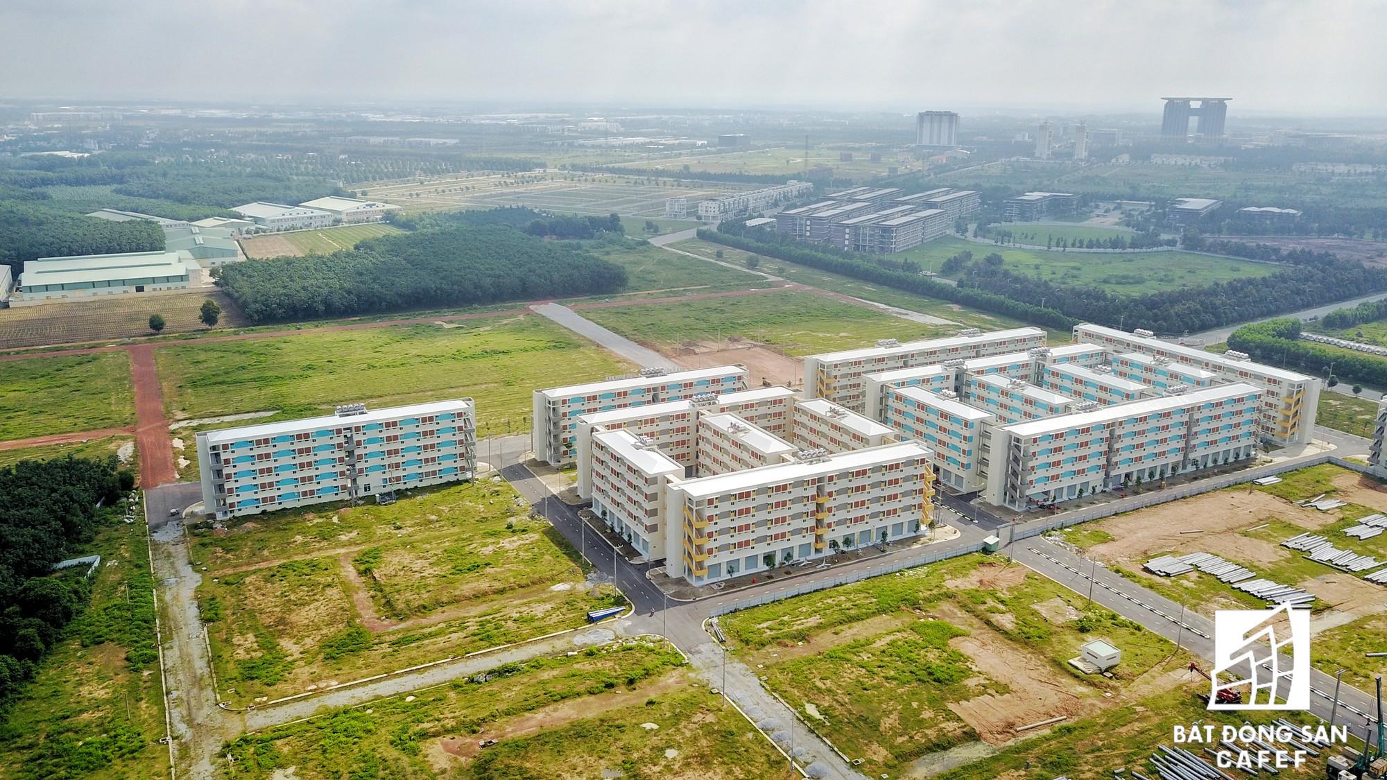 Bên trong thành phố mới Bình Dương, Becamex khá thành công với mô hình xây dựng nhà ở giá rẻ 100 triệu đồng. Doanh nghiệp này đang đầu tư giai đoạn 2 với hàng nghìn căn như thế này.