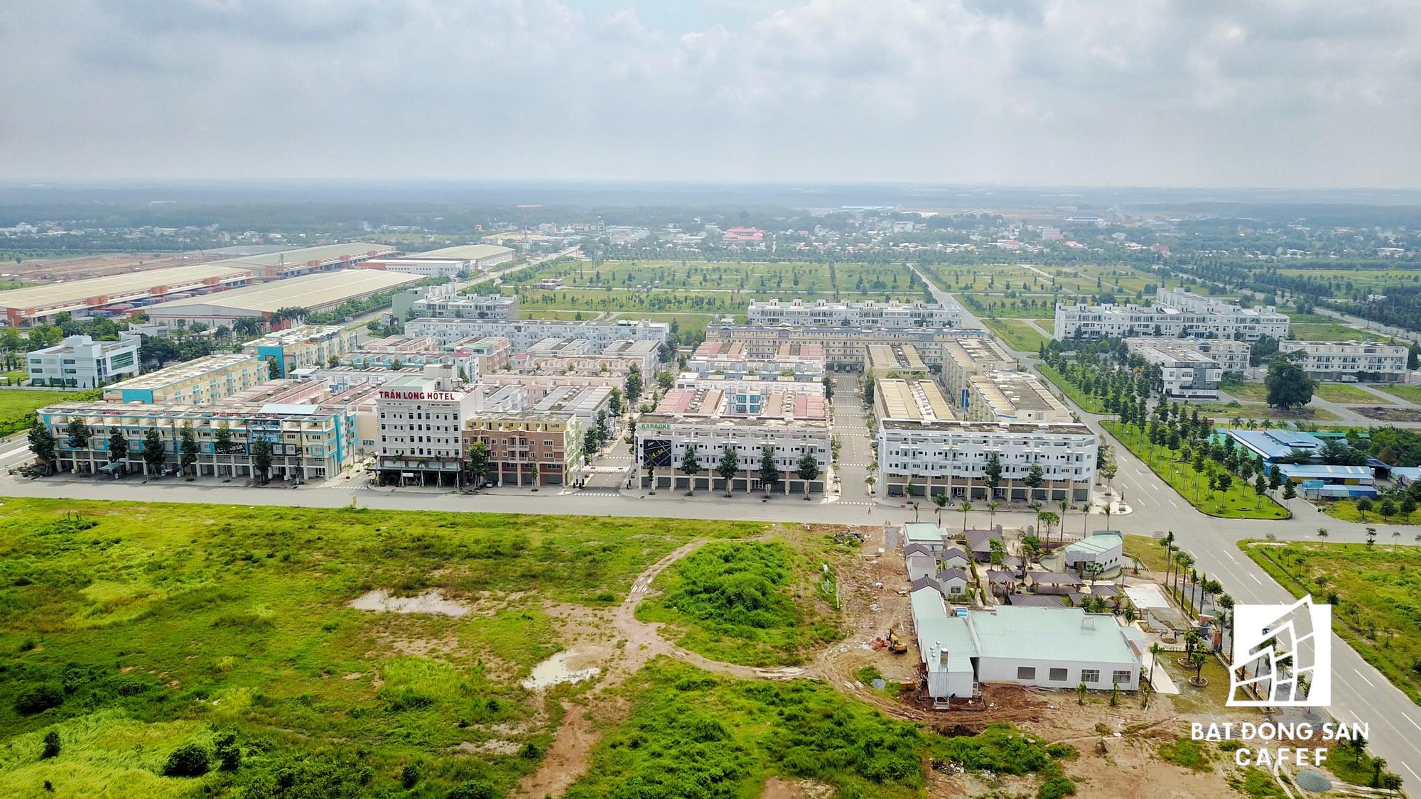 Dự án Thành phố mới Bình Dương rộng 1.000ha được xem là át chủ bài của Becamex trong thời gian qua. Sau gần 10 năm xây dựng, diện tích lớn đất ở đây vẫn còn trống nhiều, dù hạ tầng giao thông đã hoàn thiện.