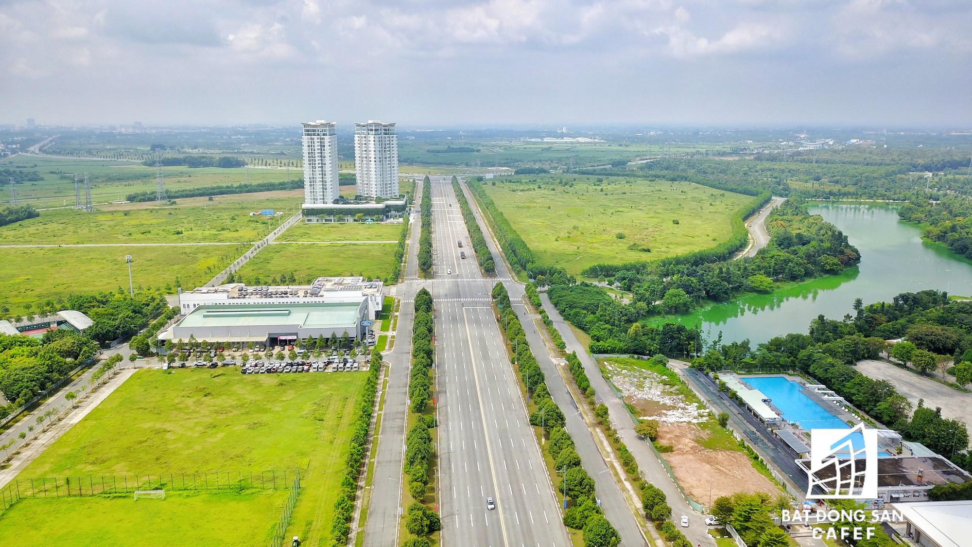 Được biết, để xây dựng siêu dự án này, Becamex đã phải mang hàng chục nghìn m2 đường đã hoàn thiện cầm cố ngân hàng.