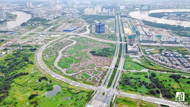 Đại lộ Mai Chí Thọ kéo dài từ Hầm vượt sông Sài Gòn đến nút giao Xa lộ Hà Nội dài 3,7km được xem là trục chính giúp kết nối toàn bộ khu Đông.