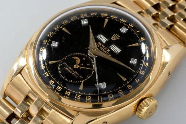 Đây là một trong ba chiếc đồng hồ duy nhất trên thế giới với bộ hiển thị chu kỳ mặt trăng bằng vàng và mặt số nền đen gắn kim cương. Trong ba chiếc, Bảo Đại là chiếc duy nhất có gắn kim cương ở các số chẵn.