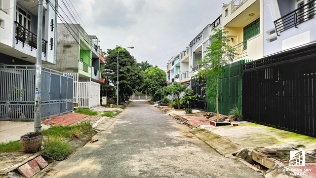 Hiện giá đất trên mặt tiền đường Tô Ngọc Vân (Thủ Đức) đang dao động từ 70-90 triệu/m2. Giá trong các hẻm nhỏ liền kề tuyến đường này từ 35-50 triệu/m2.
