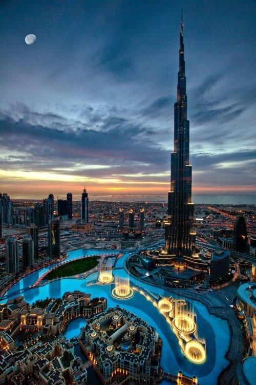 Bất cứ ai cũng phải choáng ngợp trước khung cảnh của thành phố Dubai giàu có.